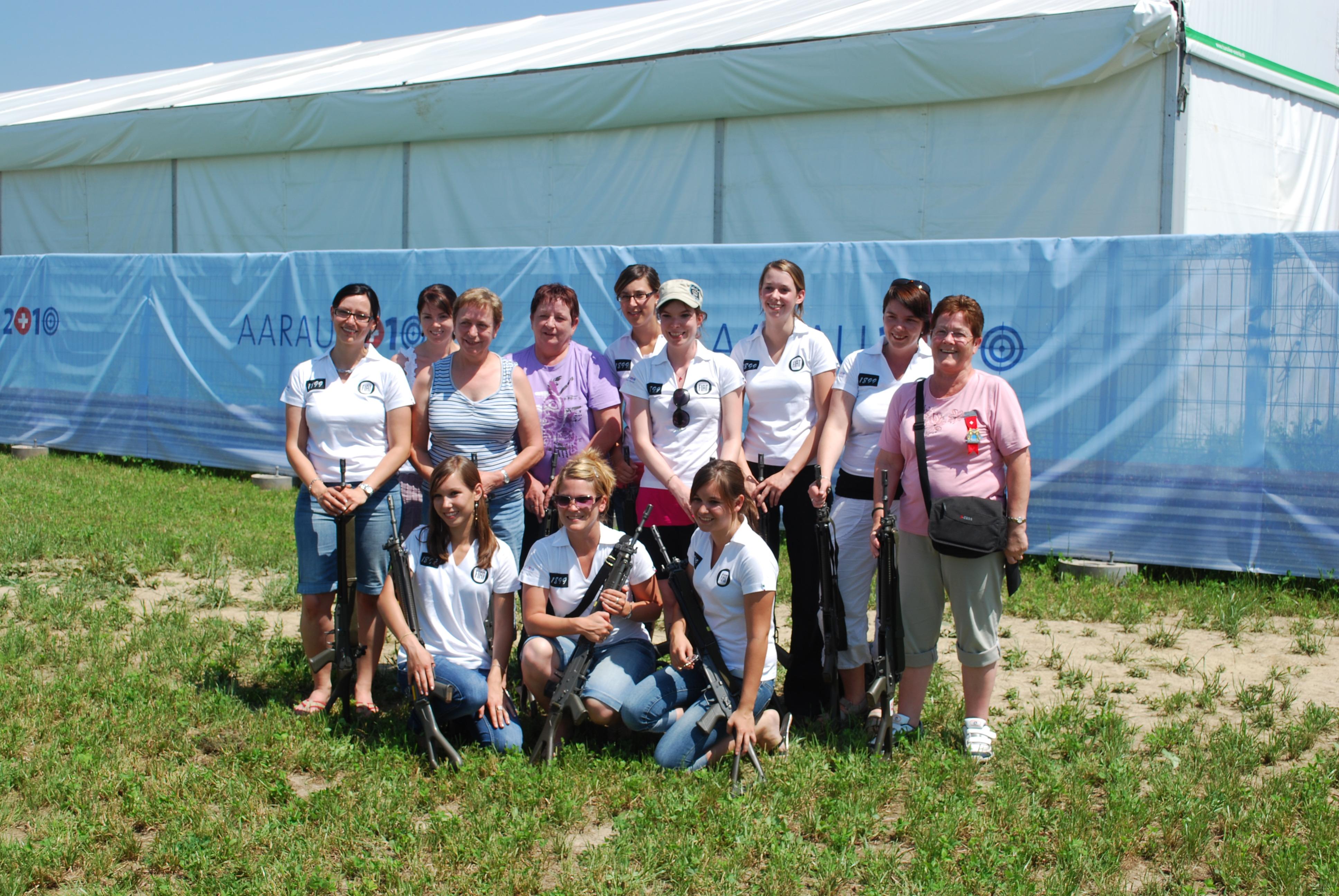 Les femmes de la Sté de Tir de Ponthaux-Nierlet au Tir Fédéral d'Aarau en 2010